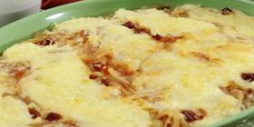 Tilápia assada com cebola e bacon